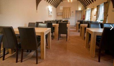 Veneer Wood Table Traditional Bar Pub