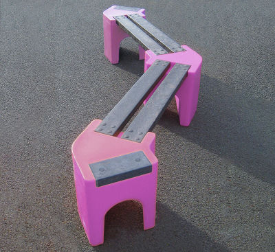 4 Person Zigzag Bench - Pink