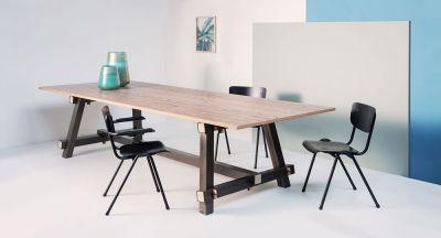 Tote-Chair400-Scene1