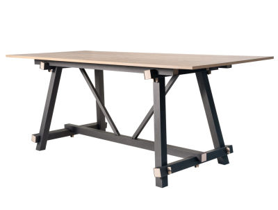 Tote-Standing-Table1